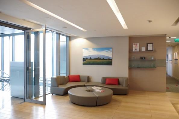 obraz w biurze, nowoczesne wnętrze biura, biuro z obrazami
