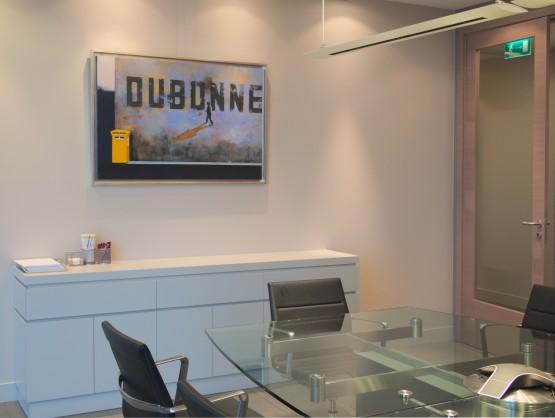 henryk laskowski, obraz surrealistyczny, eleganckie biuro, wnętrze biura z obrazem