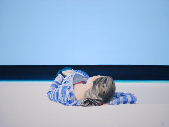 Obraz przedstawiający kobietę leżącą na tle morza.