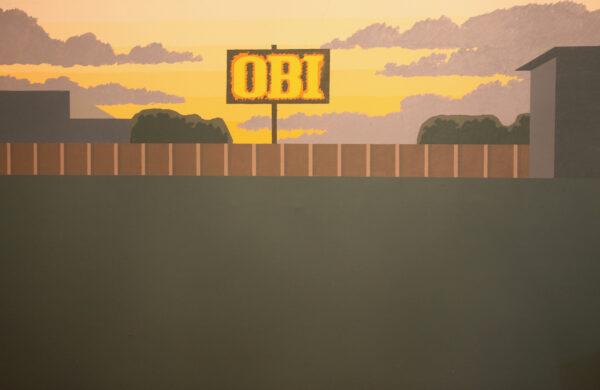 Obraz przedstawiający reklamę sklepu Obi w pejzażu.