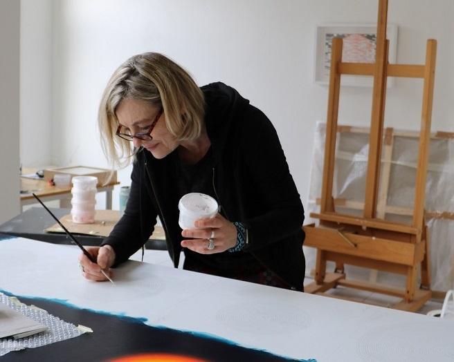 Artystka malarka Eliza Kopeć w pracowni w Hadze
