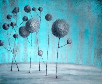 Obraz Marty Konieczny przedstawiające zimowy pejzaż z zmrożonymi roślinami.