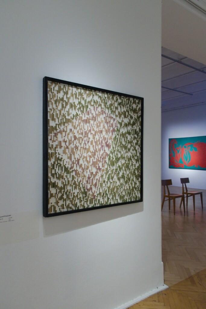 Obraz Ryszarda Winiarskiego na wystawie w Galerii Studio