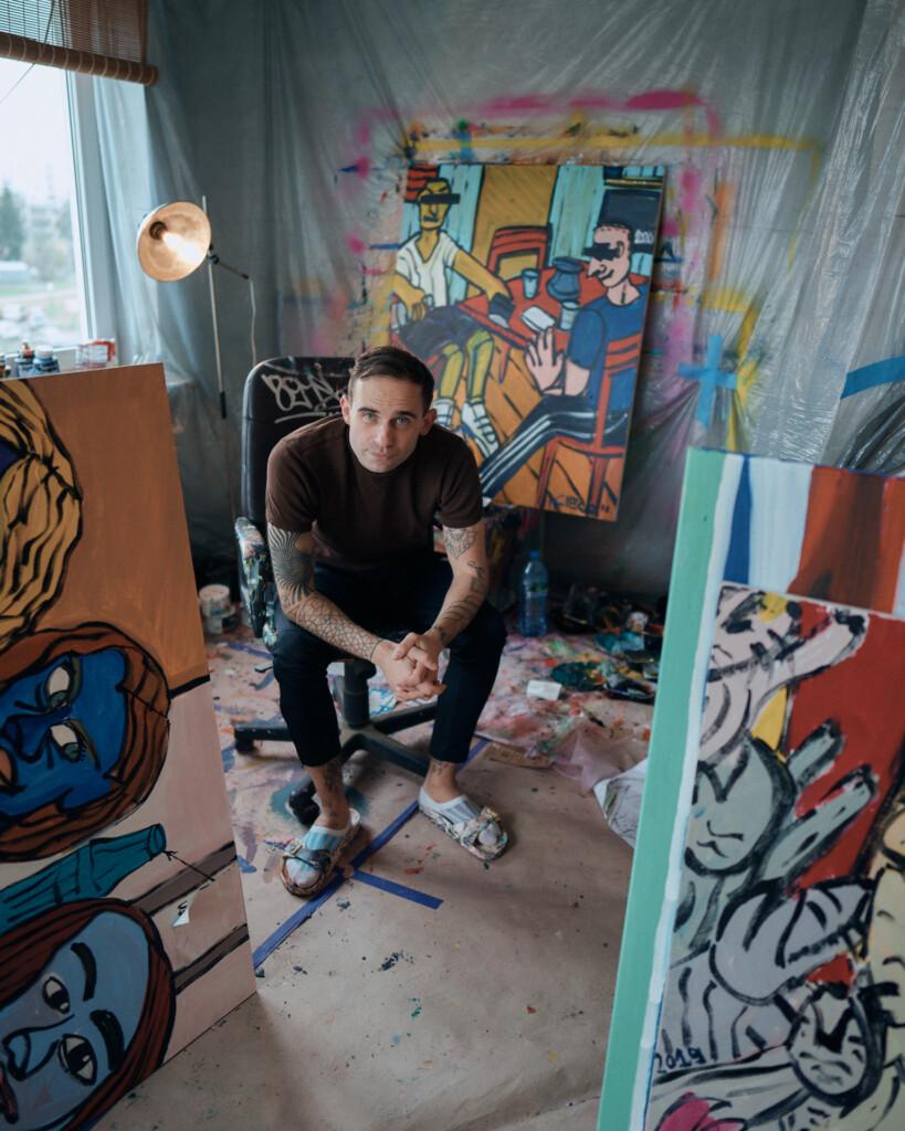 Artysta w swojej pracowni.