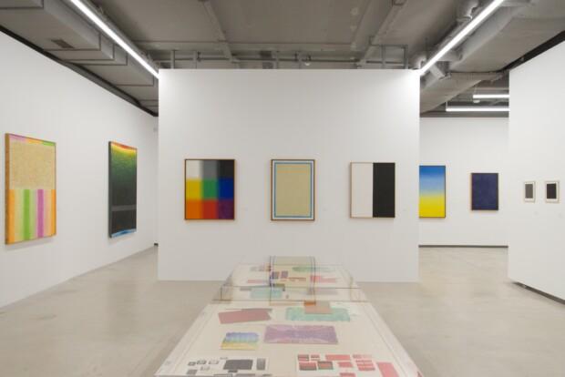 Widok wystawy obrazów Stefana Gierowskiego w Fundacji Gierowskiego