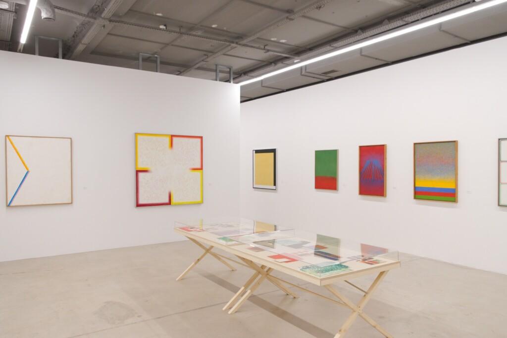Obrazy abstrakcyjne Stefana Gierowskiego na wystawie w Fundacji Stefana Gierowskiego