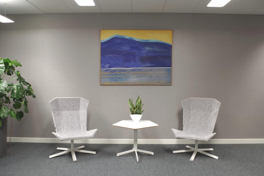 Obraz Marii Orzęckiej we wnętrzu biura
